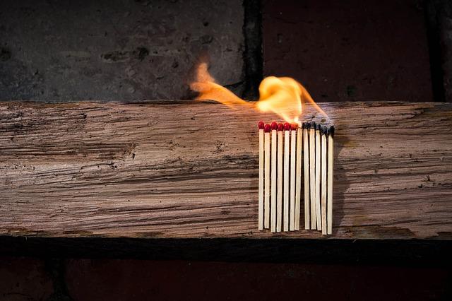 zapálené sirky