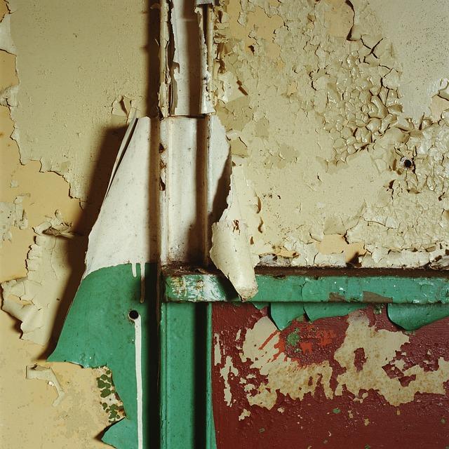 poškodená stena.jpg