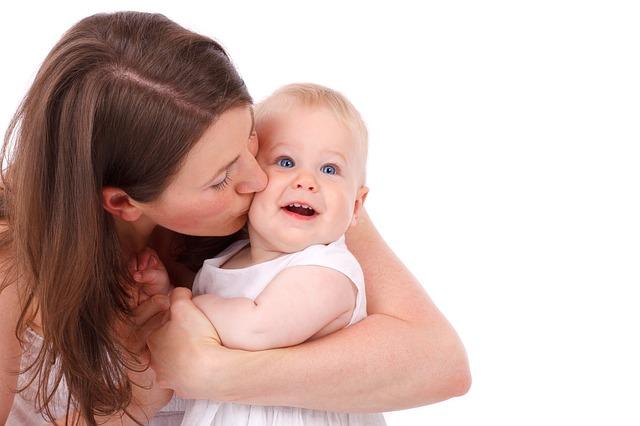 mamička bozkáva syna